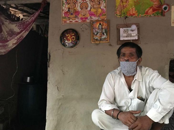 सोना दास इस बस्ती के मुखिया हैं, वे यहां 2011 में आए थे। उनके साथ 27 परिवारों के कुल 142 लोग भारत आए थे।