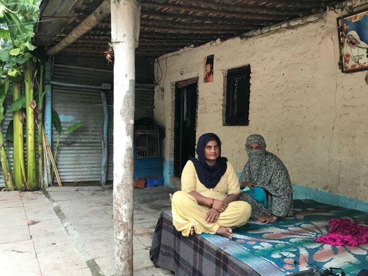 नागरिकता नाम की बच्ची की दादी मीरा देवी बताती हैं कि जब नागरिकता कानून पास हुआ तो हमें बहुत खुशी हुई, हमने उत्सव मनाया लेकिन अभी तक हमें उसका कोई लाभ नहीं मिला है।
