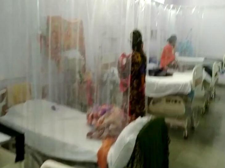 बैतूल में कोरोना से 100 साल की महिला ने दम तोड़ा; मरीजों के बीच 6 घंटे पड़ा रहा शव, हंगामा हुआ तो स्वयंसेवियों ने किया अंतिम संस्कार|मध्य प्रदेश,Madhya Pradesh - Dainik Bhaskar