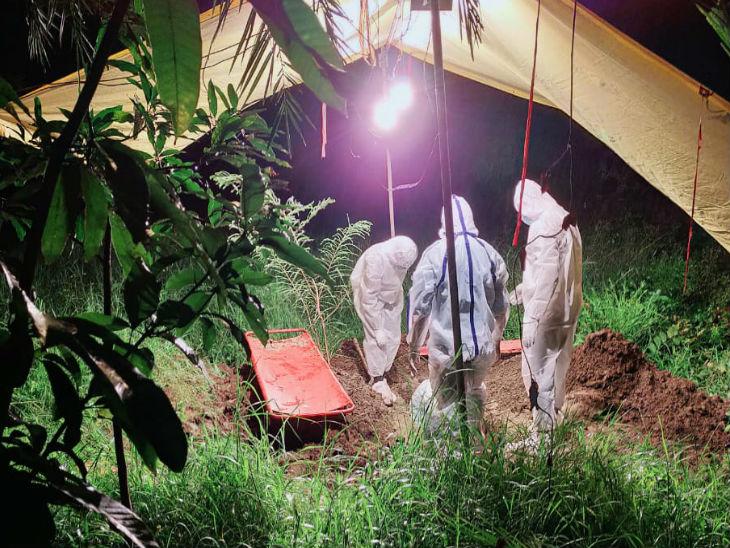 Corona havoc not decreasing in Madhya Pradesh, 1019 new cases found in 24 hours, highest cases in one day in 5 months after corona started | 24 घंटे में रिकॉर्ड 1019 नए कोरोना केस, जबलपुर में मास्क नहीं लगाने पर व्यापारी को जेल; दुर्ग में छोटे ने की बड़े भाई की हत्या