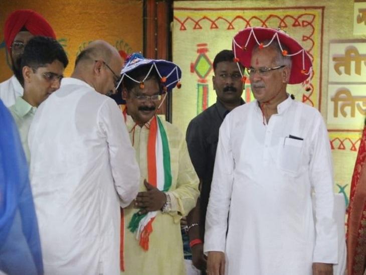 ये तस्वीर पिछले साल मुख्यमंत्री निवास में मनाए गए पोला पर्व की है। इस दौरान मुख्यमंत्री भूपेश बघेल पारंपरिक रंग में नजर आए थे।