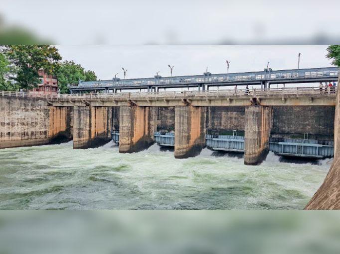 गंगरेल मुख्य नहर से अब बीएसपी और पीने के लिए छोड़ रहे 250 क्यूसेक पानी|धमतरी,Dhamtari - Dainik Bhaskar