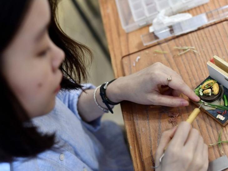 हर वियतनामी डिश की एक खासियत होती है। यही खासियत ''बह मी सैंडविच'' की भी है जिसके लिए थाई हा ट्विजर से स्केलियॉन काट रही हैं। वे चाहती है उनके इस मॉडल के सहारे लोग इस कला को जान सकें।