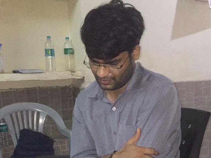 आरोपी डॉक्टर विवेक। बुधवार रात को पुलिस ने विवेक को उरई से गिरफ्तार किया है।