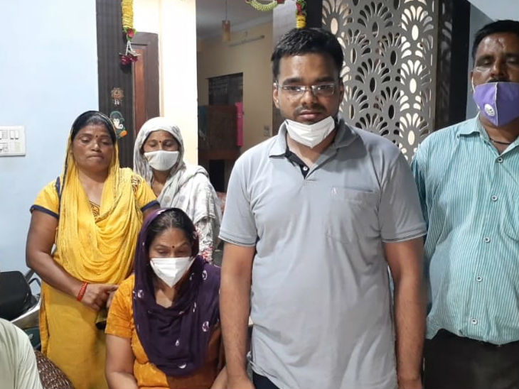 Family of Doctor Yogita. Yogita's brother had already doubted Dr. Vivek.