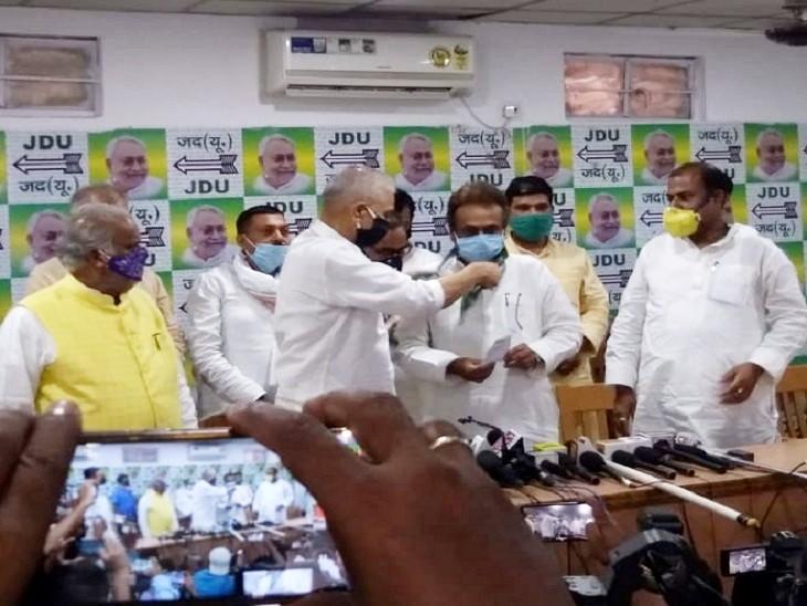 नीतीश सरकार में मंत्री विजेंद्र प्रसाद यादव ने चंद्रिका राय को जदयू की सदस्यता दिलाई।