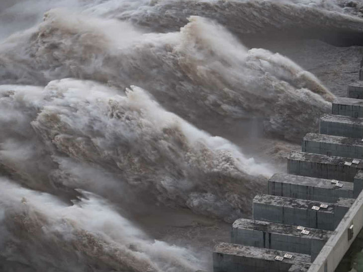 Gates have been opened in the Three George Dam in Central China when the water level rises.