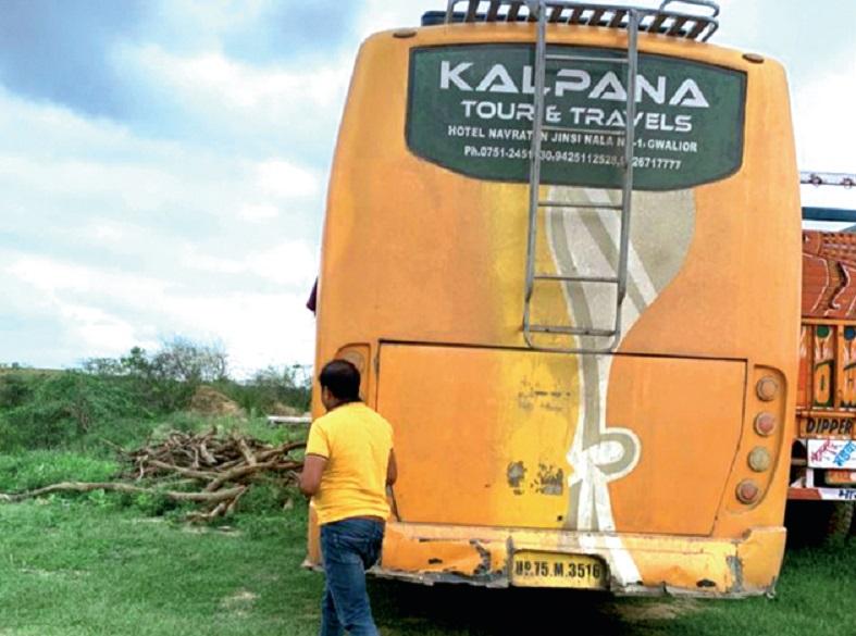 ग्वालियर की बस, बदमाशों ने आगरा से की हाईजैक, 12 घंटे बाद इटावा में छोड़कर भागे ग्वालियर,Gwalior - Dainik Bhaskar