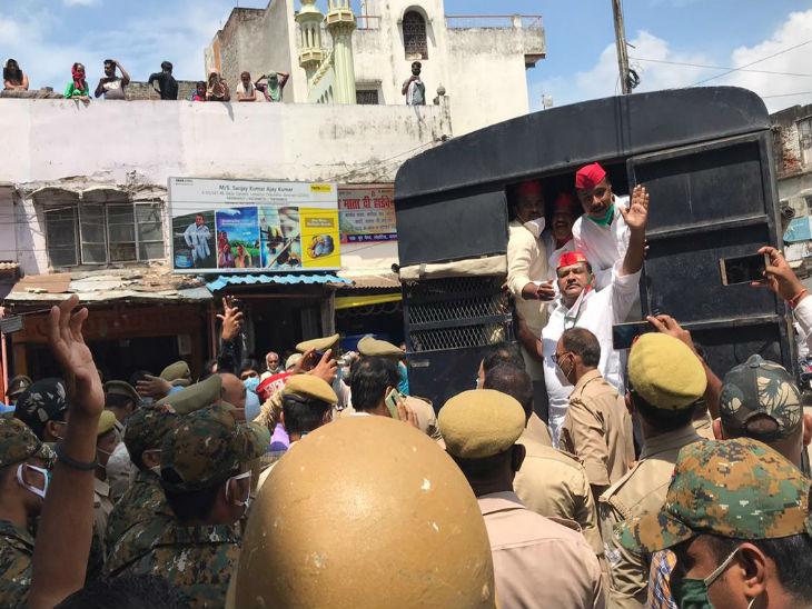 बुनकर व छात्रों के मुद्दे को लेकर साइकिल से निकले सपाइयों को पुलिस ने हिरासत में लिया, योगी सरकार के खिलाफ की नारेबाजी|उत्तरप्रदेश,Uttar Pradesh - Dainik Bhaskar