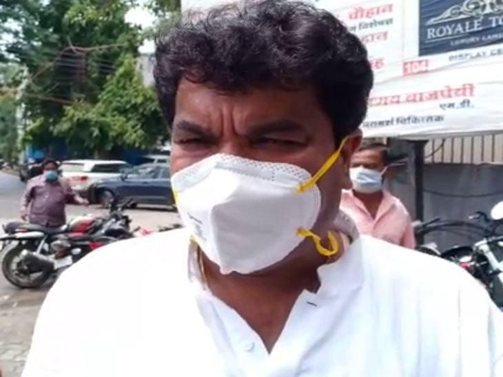 विधायक संजय शुक्ला ने पांडाल हटाने या फिर सभी को अनुमति देने की मांग की।