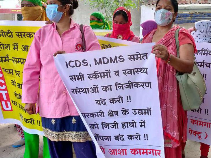 7 अगस्त से लेकर 9 अगस्त तक देशभर की आशा कार्यकर्ता अपनी मांगों को लेकर हड़ताल पर रहीं। इनकी शिकायत है कि इन्हें दिहाड़ी मजदूरों से भी कम वेतन मिलता है।