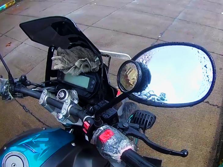 एंटी रेन फिल्म को टू-व्हीलर और हेलमेट पर भी इस्तेमाल कर सकते हैं