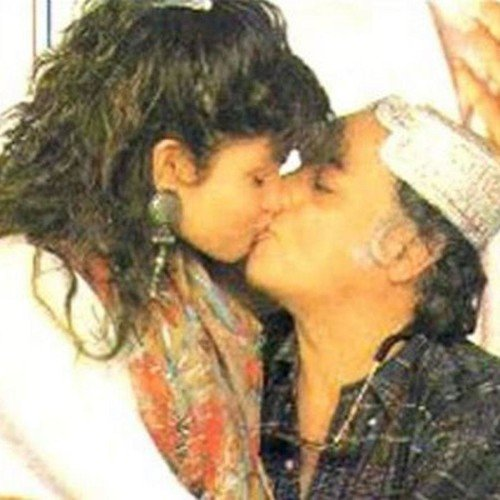 Photo of Mahesh Bhatt's photoshoot with daughter Pooja in the 80s.