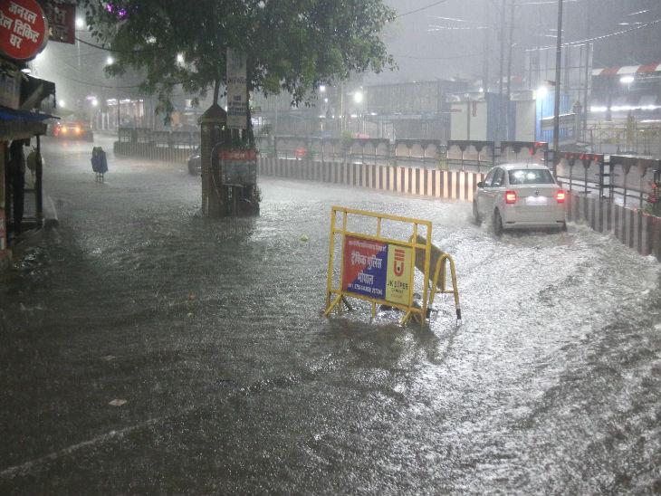 लगातार बारिश से भोपाल रेलवे स्टेशन के आसपास का इलाका लबालब।