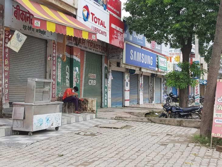 यमुनानगर में शनिवार को लॉकडाउन के चलते बाजार पूरी तरह बंद है।
