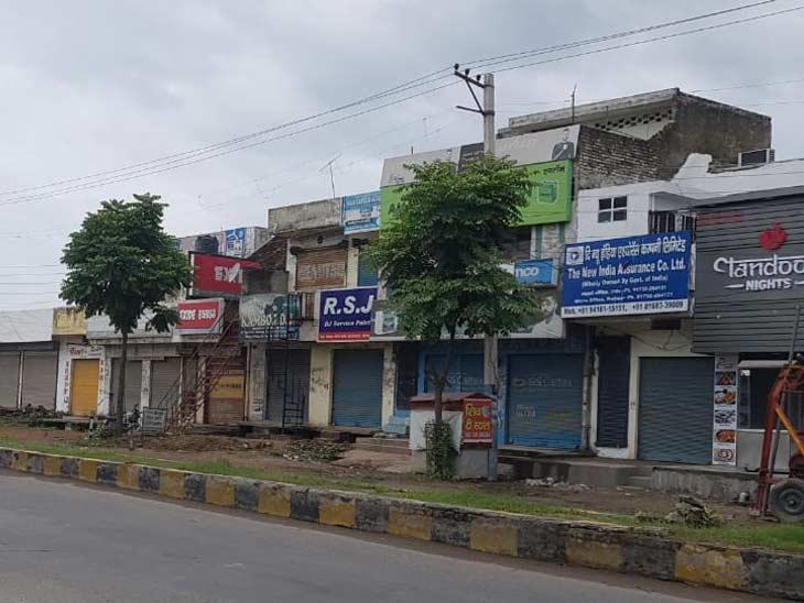 यमुनानगर में शनिवार को बंद दुकानें।