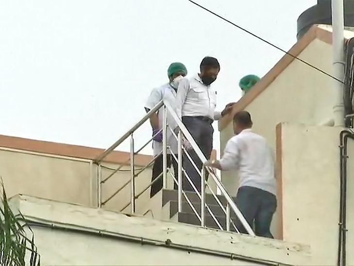 सुशांत के कुक और दोस्त को लेकर सीबीआई छत पर भी पहुंचीं।