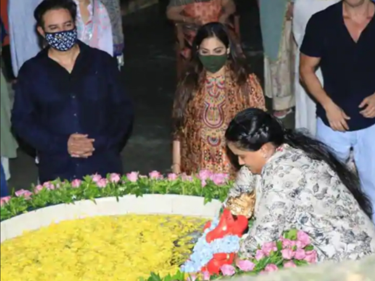 Arpita immersed the statue installed in her house.