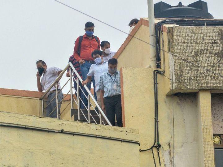 यह फोटो सुशांत के घर की है। शनिवार को सीबीआई की टीम ने वहां 6 घंटे रुककर घटना को री-क्रिएट किया।
