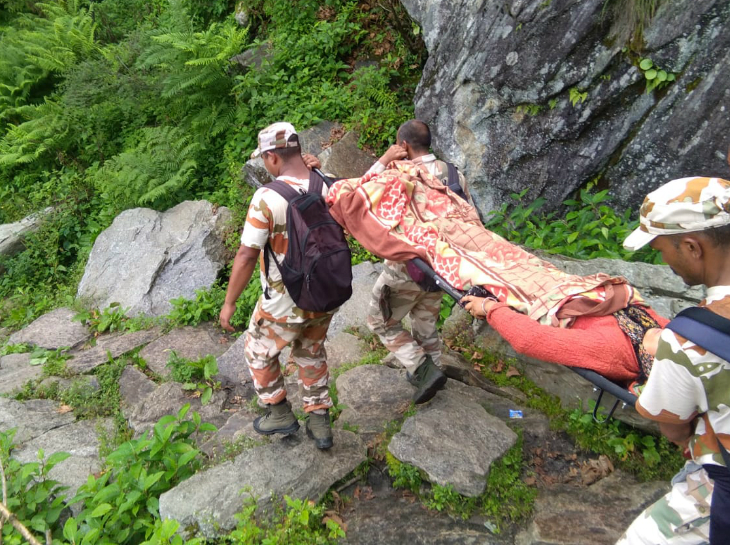 ITBP jawans rescued the woman while crossing the mountainous paths.