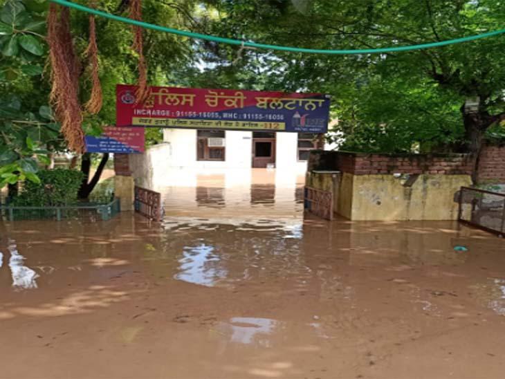 मोहाली जिले की बलटाना पुलिस चौकी में पानी घुस गया