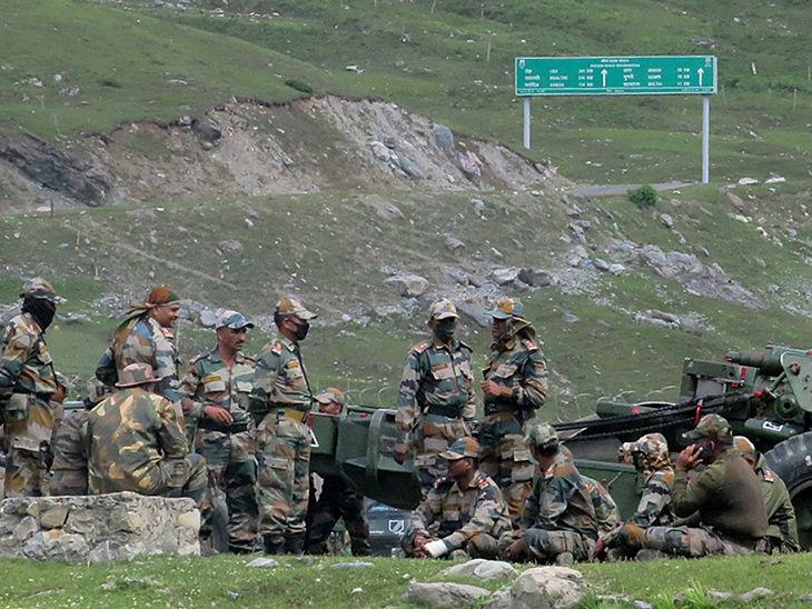 भारत-चीन सीमा पर तैनात भारतीय जवान। पिछले दिनों सीमा पर हिंसक मुठभेड़ में भारत के 21 जवान शहीद हो गए थे। इसमें चीनी सैनिक भी मारे गए थे लेकिन चीन ने संख्या जारी नहीं की थी।
