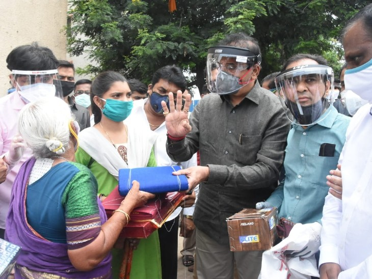 Home minister Anil Deshmukh had given financial help to Dadi after coming to Hapsar in Pune.