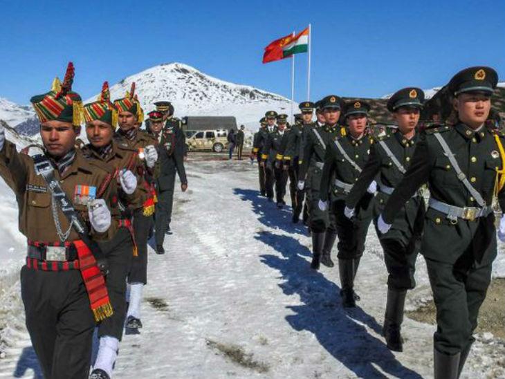 पिछले कुछ दिनों से भारत और चीन के बीच सीमा विवाद को लेकर तनाव है। गलवान में 15 जून को भारत-चीन की झड़प के बाद लद्दाख में विवादित इलाकों से सैनिक हटाने के लिए भारत-चीन के आर्मी अफसरों के बीच 2 बार मीटिंग हो चुकी है। - Dainik Bhaskar