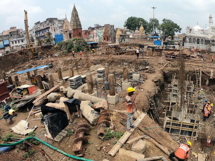 श्री काशी विश्वनाथ धाम कॉरिडोर में करीब 3100 वर्ग मीटर में मंदिर परिसर बनेगा। पूरे परिसर में मकराना और चुनार के पत्थर लगेंगे। फोटो- ओपी सोनी