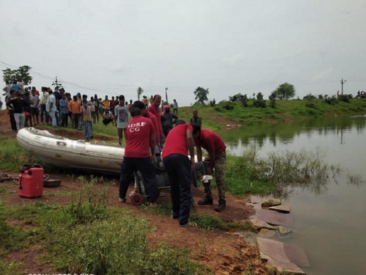 चकरभाठा क्षेत्र में 12 साल का बच्चा तालाब में डूब गया। 5 घंटे तक ऑपरेशन चला, पर बालक नहीं मिला। मंगलवार को फिर तलाश शुरू की गई।