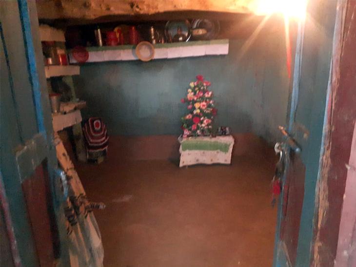 ये मोहम्मद अबरार के घर की तस्वीर है। मजदूरी करके ये लोग गुजारा करते हैं।
