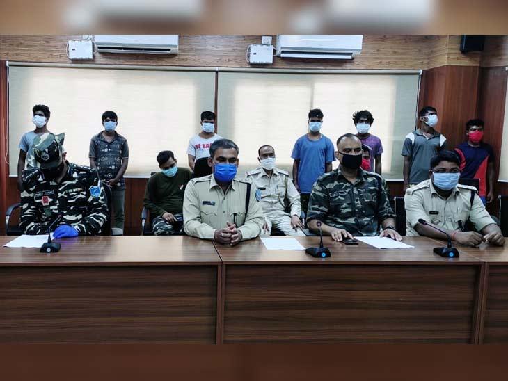 पुलिसकर्मी समेत 4 की हत्या करने वाला 5 लाख रुपए का इनामी नक्सली गिरफ्तार, हथियार बरामद|झारखंड,Jharkhand - Dainik Bhaskar