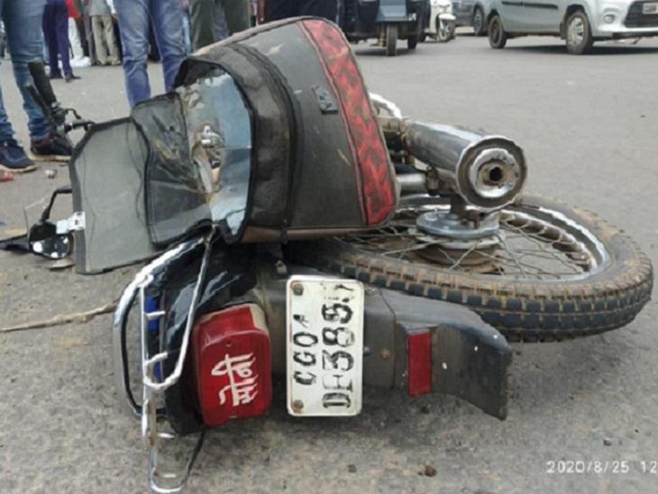 मीना के सड़क पर गिरते ही ट्रक ने उसे कुचल दिया। इससे उसकी मौके पर ही मौत हो गई। वहीं, शत्रुघ्न गंभीर रूप से घायल हो गया।