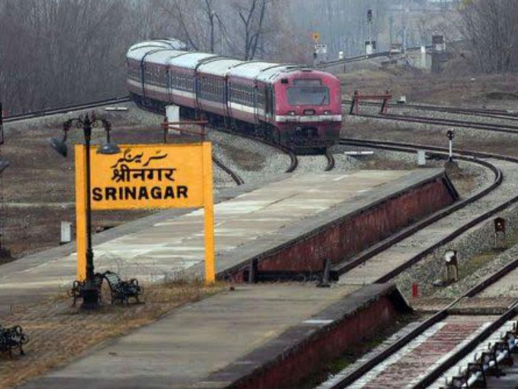 बनिहाल-बारामूला रेल लाइन कुल 135 किमी की है। कश्मीर में 19 स्टेशन हैं, जिसमें से 9 दक्षिण कश्मीर में बनिहाल और श्रीनगर के बीच हैं।