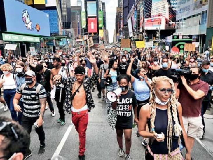 अश्वेत की मौत के बाद गुस्साए लोगों ने न्यूयॉर्क में भी प्रदर्शन किया।