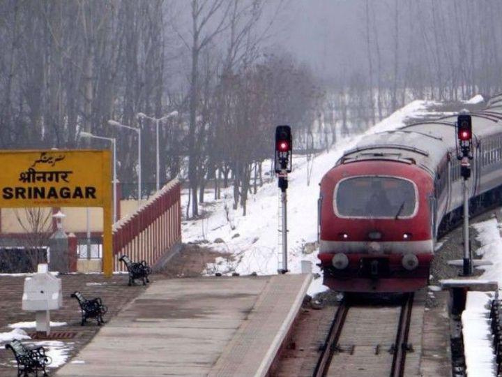 कश्मीर में एनकाउंटर और प्रदर्शनों की वजह से ट्रेन सेवा रोकनी पड़ती है। इससे भी विभाग को नुकसान उठाना पड़ता है।