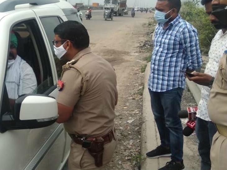 अखिलेश यादव से मिलने लखनऊ जा रहा था संजीत का परिवार, पुलिस ने रास्ते में रोका|उत्तरप्रदेश,Uttar Pradesh - Dainik Bhaskar