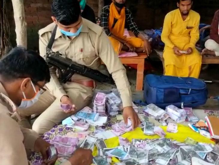 धन पाने के लिए महिला ने कराया 11 दिन का अनुष्ठान, पुरोहितों की विदाई का वक्त आया तो चूरन वाले 5.53 लाख के नोट थमाकर फरार उत्तरप्रदेश,Uttar Pradesh - Dainik Bhaskar