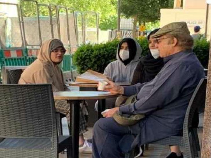 यह फोटो मई 2020 की है। इसमें नवाज शरीफ लंदन के एक रेस्त्रां में पोतियों के साथ चाय पीते नजर आ रहे हैं। इसके बाद नवाज को पाकिस्तान बुलाने की मांग तेज हो गई थी।