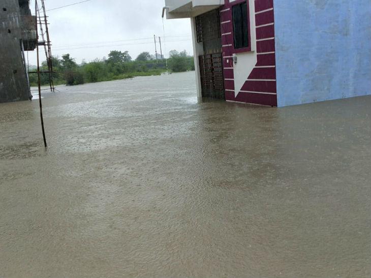 होशंगाबाद के आसपास भी बारिश से हालात खराब हुए।