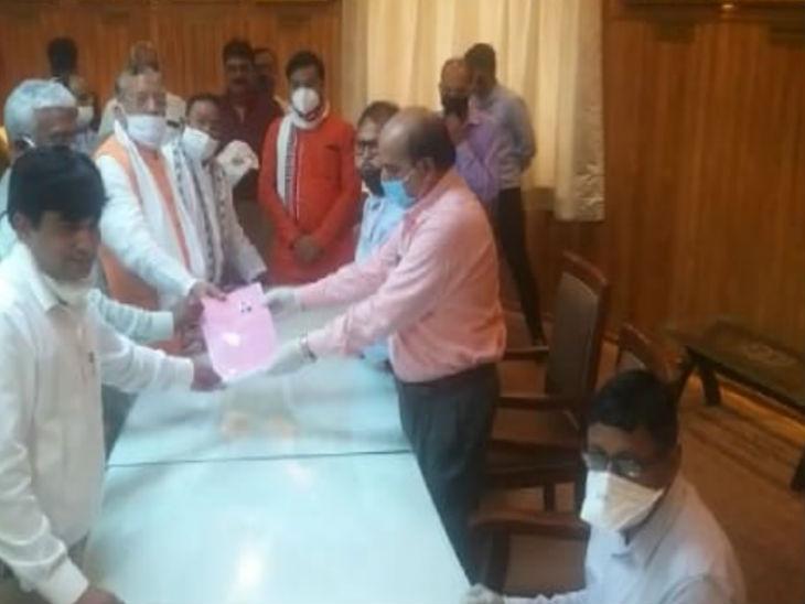 भाजपा नेता जफर इस्लाम ने यूरी सरकार के मंत्री से दाखिल कराया नामांकन, निर्विरोध चुना जाना तय|उत्तरप्रदेश,Uttar Pradesh - Dainik Bhaskar