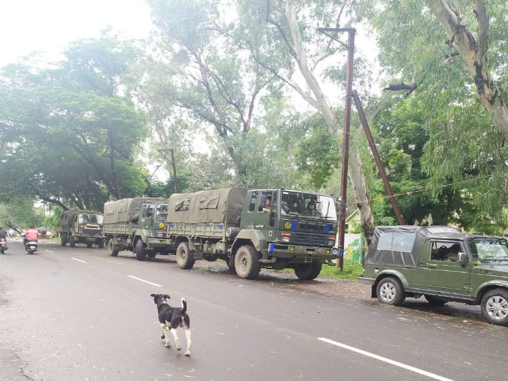 Army trucks have also been called, where people were rescued and taken to safer places.