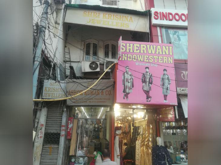 चांदनी चौक स्थित वह दुकान जहां दोनों भाइयों ने फांसी लगाकर जान दे दी। दोनों पर लाखों रुपए का कर्ज था।