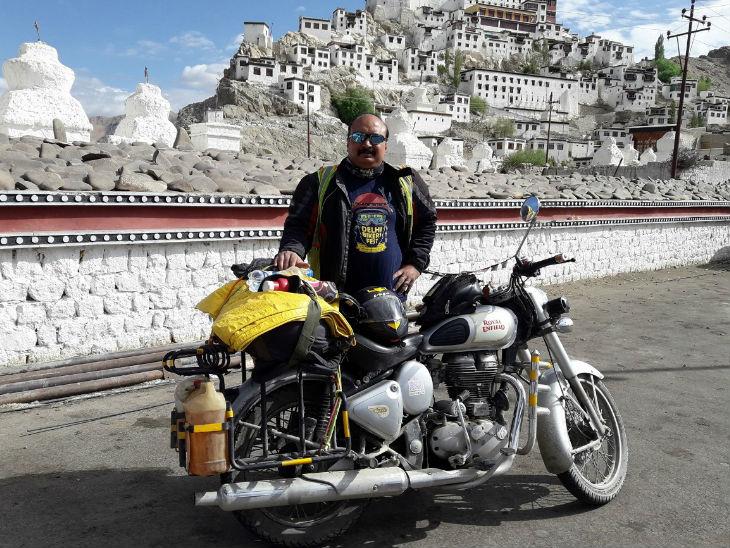 अशोक कहते हैं कि बाइक से यात्राएं तो 1987 से कर रहा हूं, लेकिन प्रोफेशनल राइडिंग पिछले 7-8 सालों से ही शुरू की है।