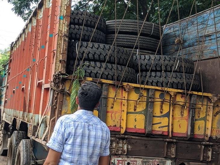 पुलिस ने टायर खरीदने वाले एक आरोपी को सराईपाली से गिरफ्तार किया है। उसके गोदाम से चोरी के 145 नग ट्रक के टायर जब्त किए हैं। इनकी कीमत करीब 26 लाख रुपए बताई जा रही है।
