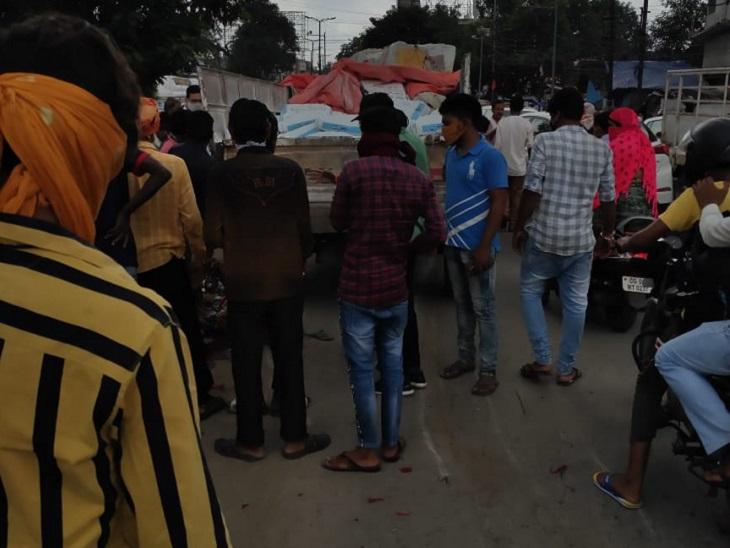टक्कर के बाद वहां जाम लग गया। इसके बाद पुलिस मौके पर पहुंची और वाहन हटवाकर जाम खुलवाया।
