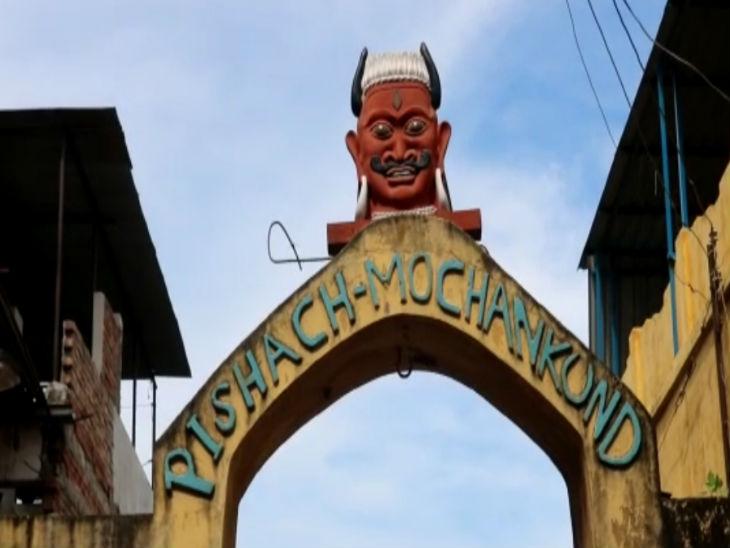 पिशाच मोचन का मुख्य द्वार।