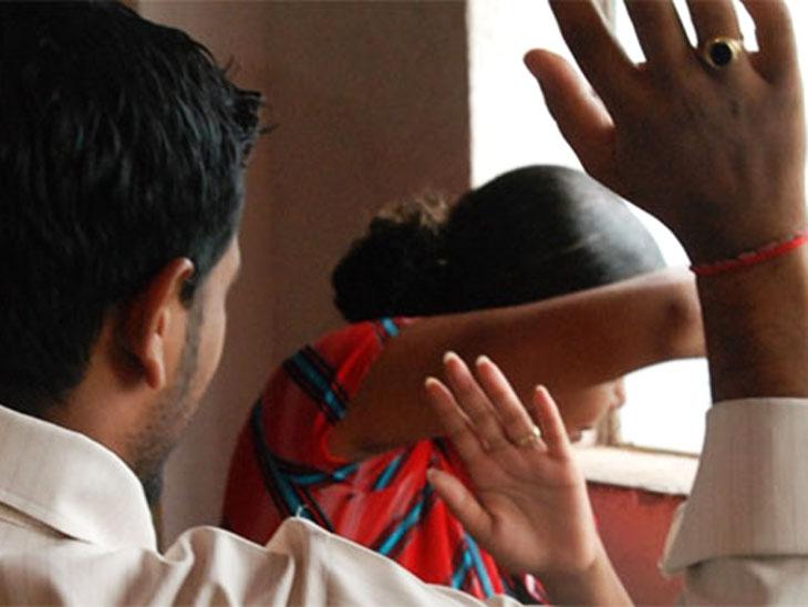 प्रेग्नेंट महिलाओं के साथ तक मारपीट हो रही है, लेकिन परिवार के दबाव के चलते वे शिकायत नहीं कर पा रहीं।