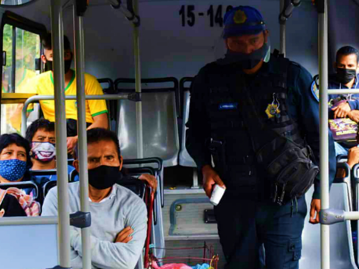 मैक्सिको में पिछले हफ्ते संक्रमितों की संख्या में गिरावट आई थी। अब ये फिर तेजी से बढ़ा है। यहां पब्लिक ट्रांसपोर्ट शुरू कर दिया गया है। इसमें भी यात्रियों की स्क्रीनिंग की जा रही है।