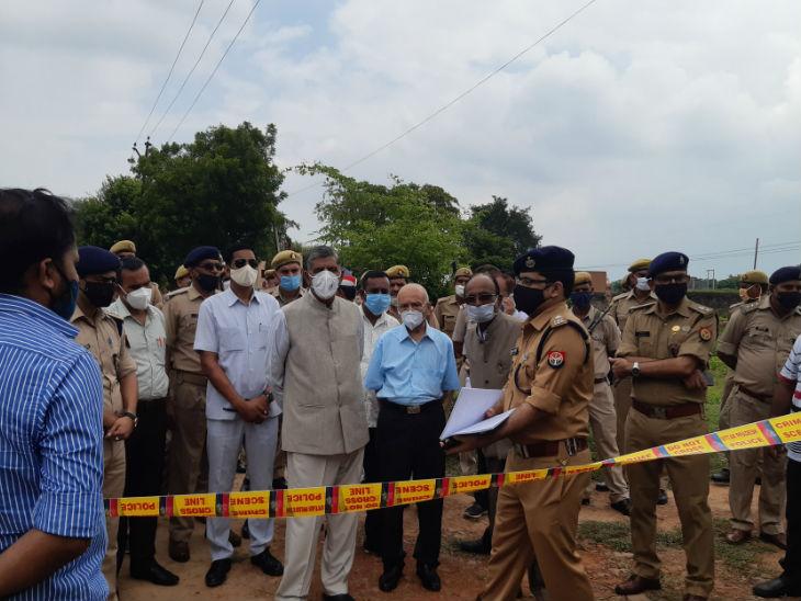 कानपुर शूटआउट की जांच के लिए सुप्रीम कार्ट के पूर्व जज बीएस चौहान की अगुवाई में जांच आयोग बनाया गया है। इसमें इलाहाबाद हाईकौर्ट के पूर्व न्यायाधीश शशिकांत अग्रवाल, पूर्व डीजीपी के एल गुप्ता सदस्य हैं। - Dainik Bhaskar